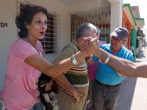 Laura Vega of the Güines Presbyterian Church greets a group of Americans as they walk by. (Photo courtesy of Barbara D'Andrea)