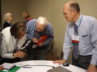 Chris Pomfret engages with attendees following his workshop. (Photo by Emily Enders Odom)