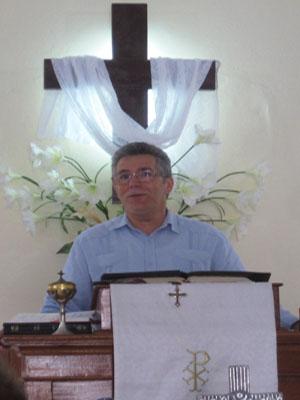 David preaching at IPRC El Redentor, Versalles Matanzas