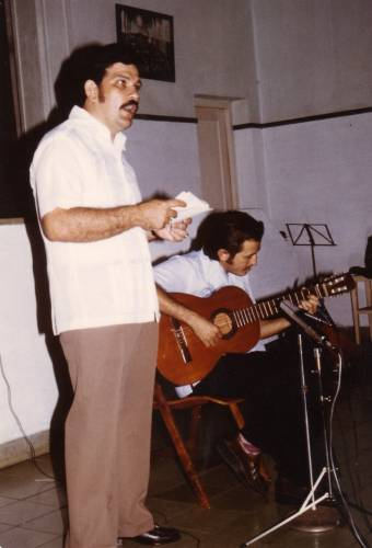 Jose Luis Casal singing in an ecumenical activity at the Episcopal Cathedral in the city of Havana. (Photo provided)