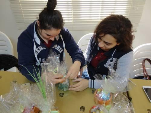 teens prepare easter gift
