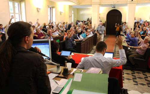 Voting at the 2016 Synod gathering of the Waldensian Church in Italy. (Photo provided)