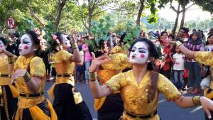 Bali Dancers with a modern touch