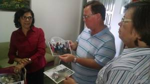 Nilza showing Gordon and Dorothy activities of the school