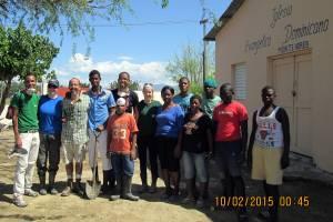 El grupo de voluntarios, Dominicanos y Norteamericanos, martes 10 de febrero después de terminar de limpiar el drenaje enorme y apestoso.
