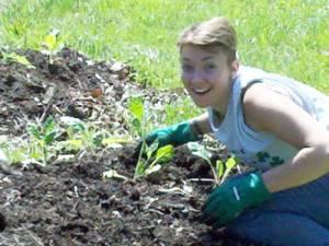 sdop-young-woman-gardening
