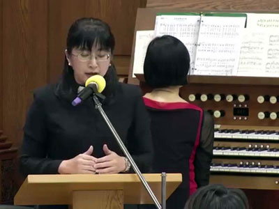 Pastor Liang prays during an Easter service at Suanglian Presbyterian Church in Taipei (youtube.com)
