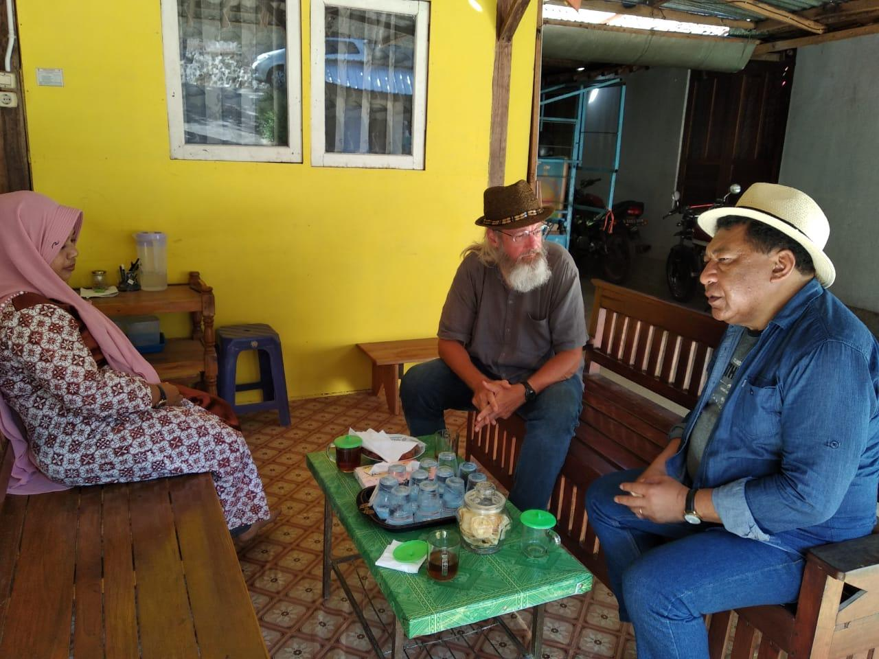Hery holding an interview with a member of the Co-op who makes batik.