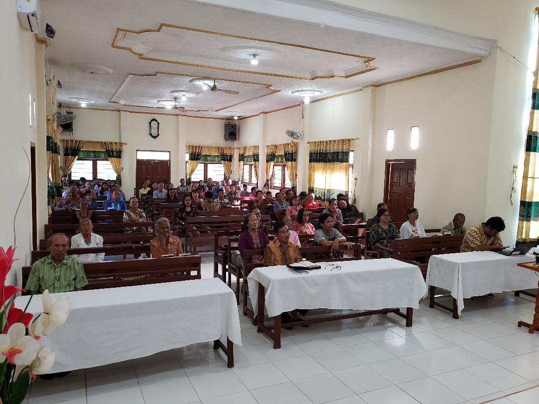 Members of the church in Lampung during Farsijana's service.