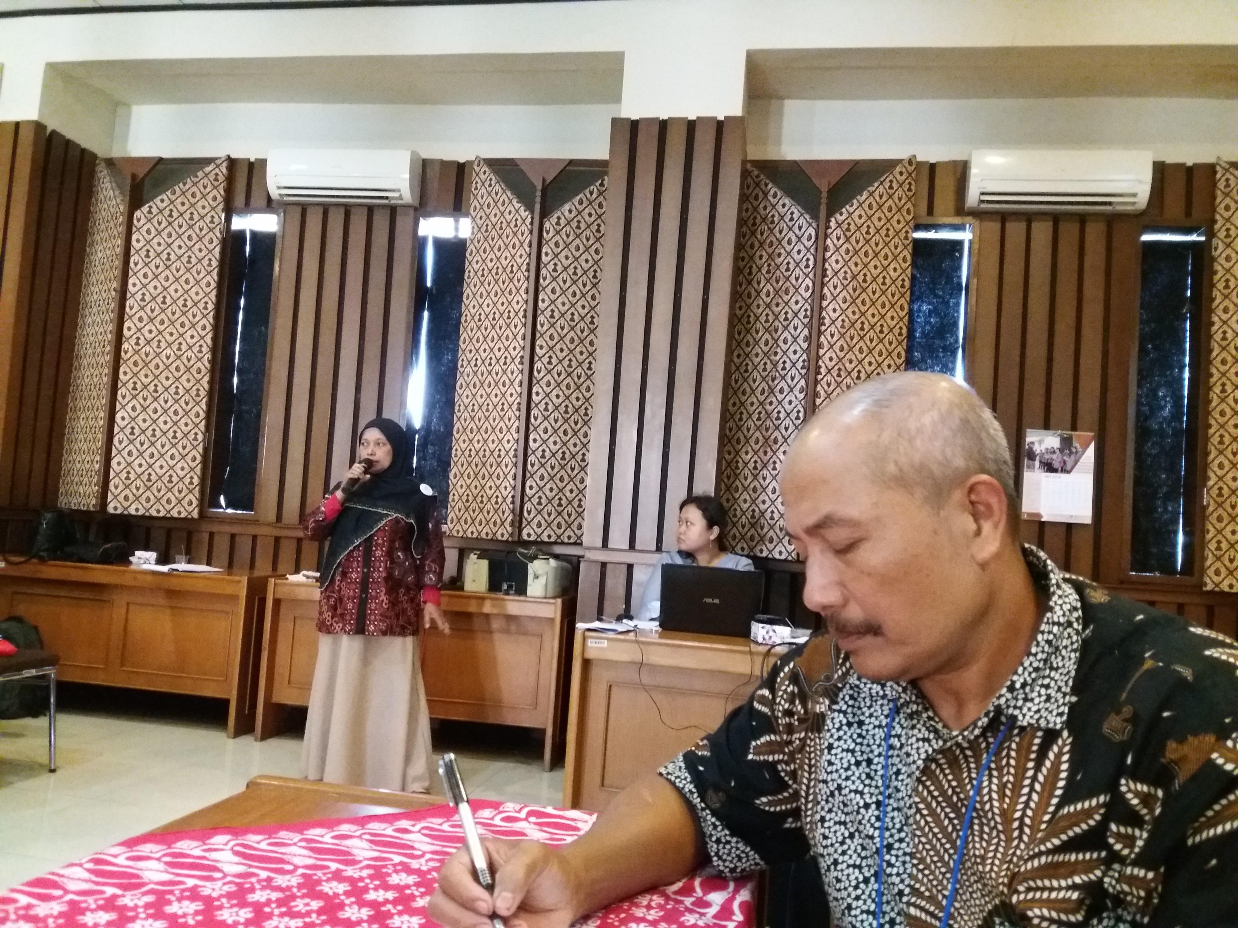 Sukahadi takes notes during the workshop.