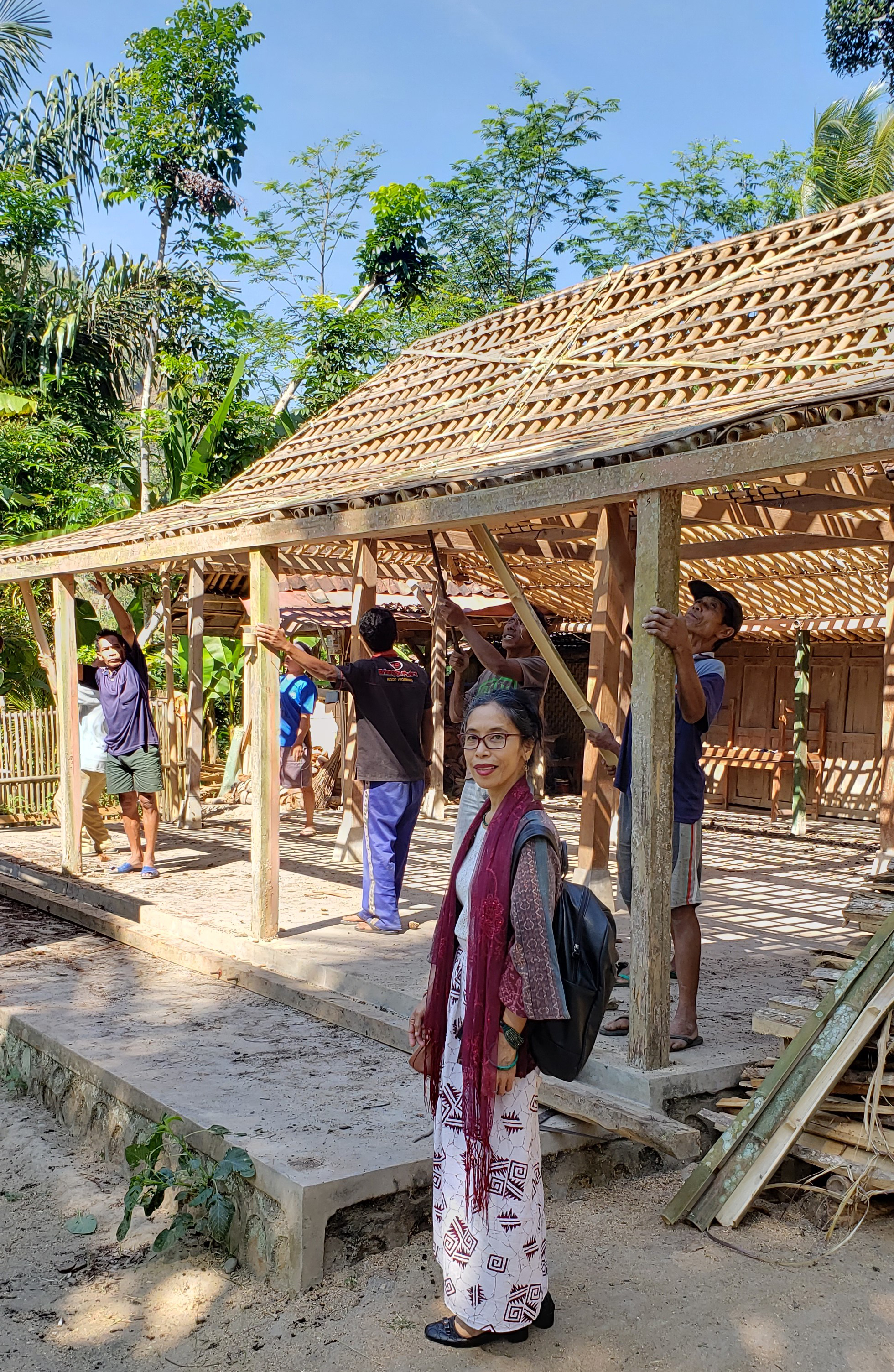 I joined the group of workers to move this traditional house to its new location, where it is now a house of production for making coir.