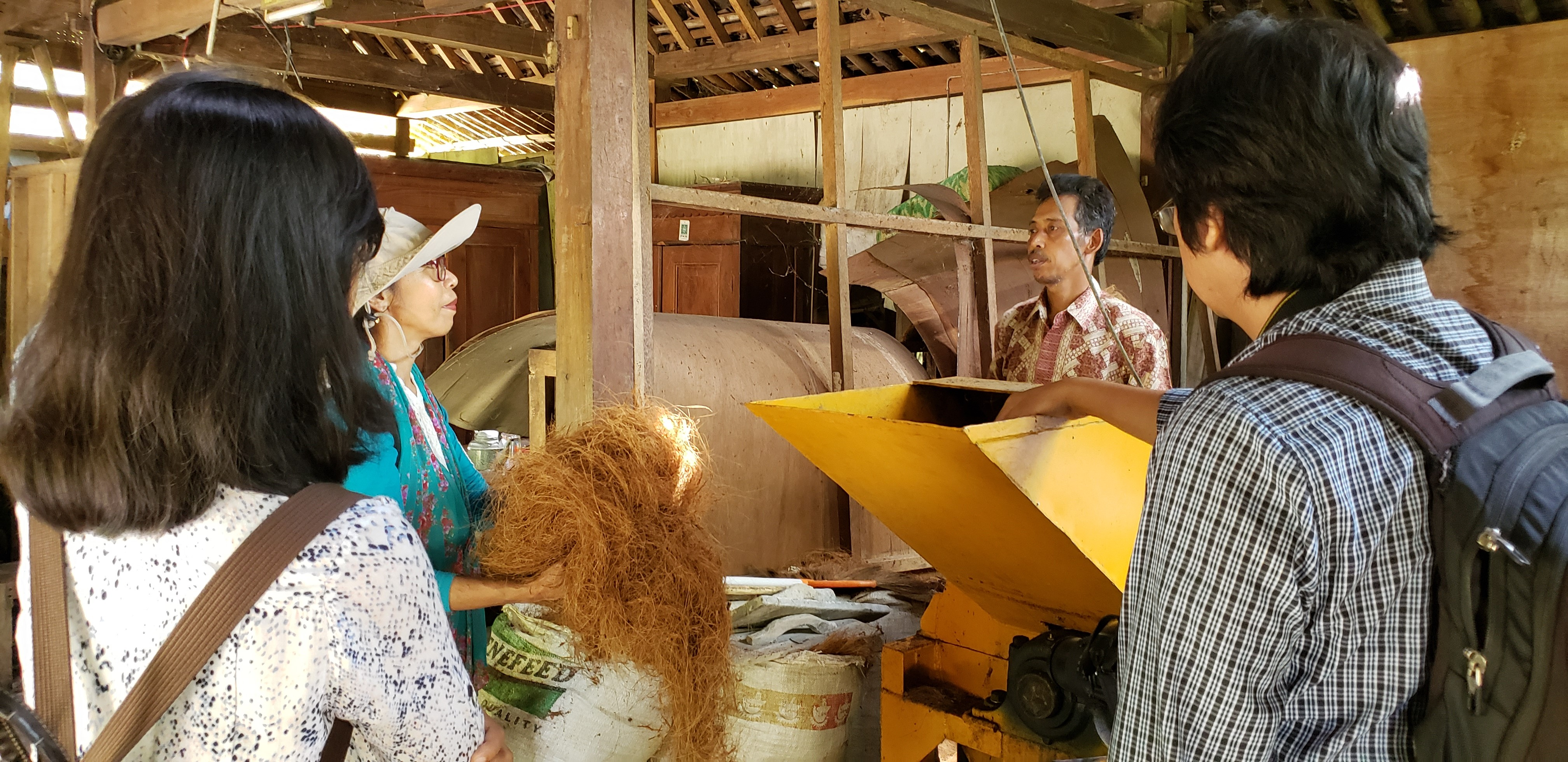 As a member of the co-op, pak Gunawan explained about the need for having a new house to operate the machine for processing coconut fiber.
