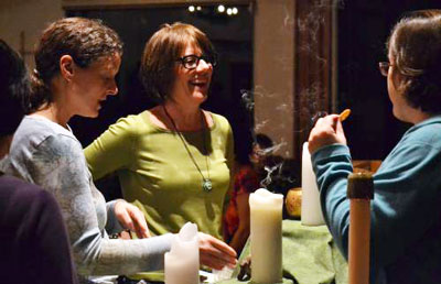 Melissa Wiginton (center) has been instrumental in helping Austin Presbyterian Theological Seminary live out its commitment to bring its resources to groups of people who might have special needs—or those are underserved. (Photo by Cheryl Brumbaugh-Cayford)
