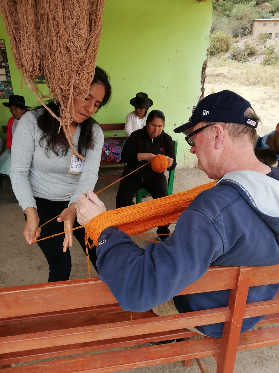 Spooling thread with the Puriyninchik Association members. Huanta, Peru.