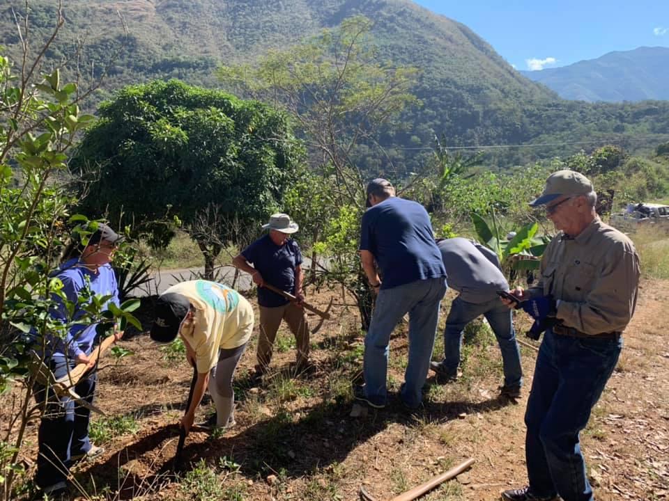 FPC Jackson work team plant banana trees. San Martín, Peru. (Photo: Susannah Gordon White)
