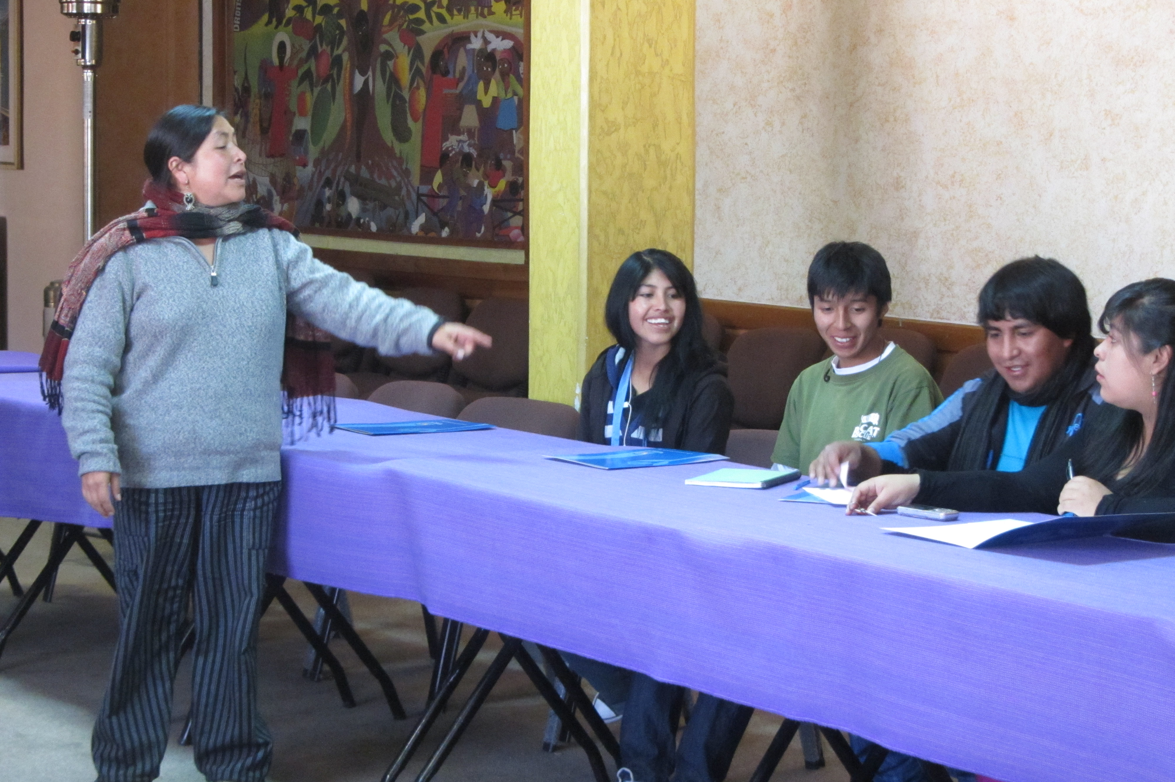 Ely Lopez carrying out a workshop for youth on water rights (La Paz, Bolivia).
