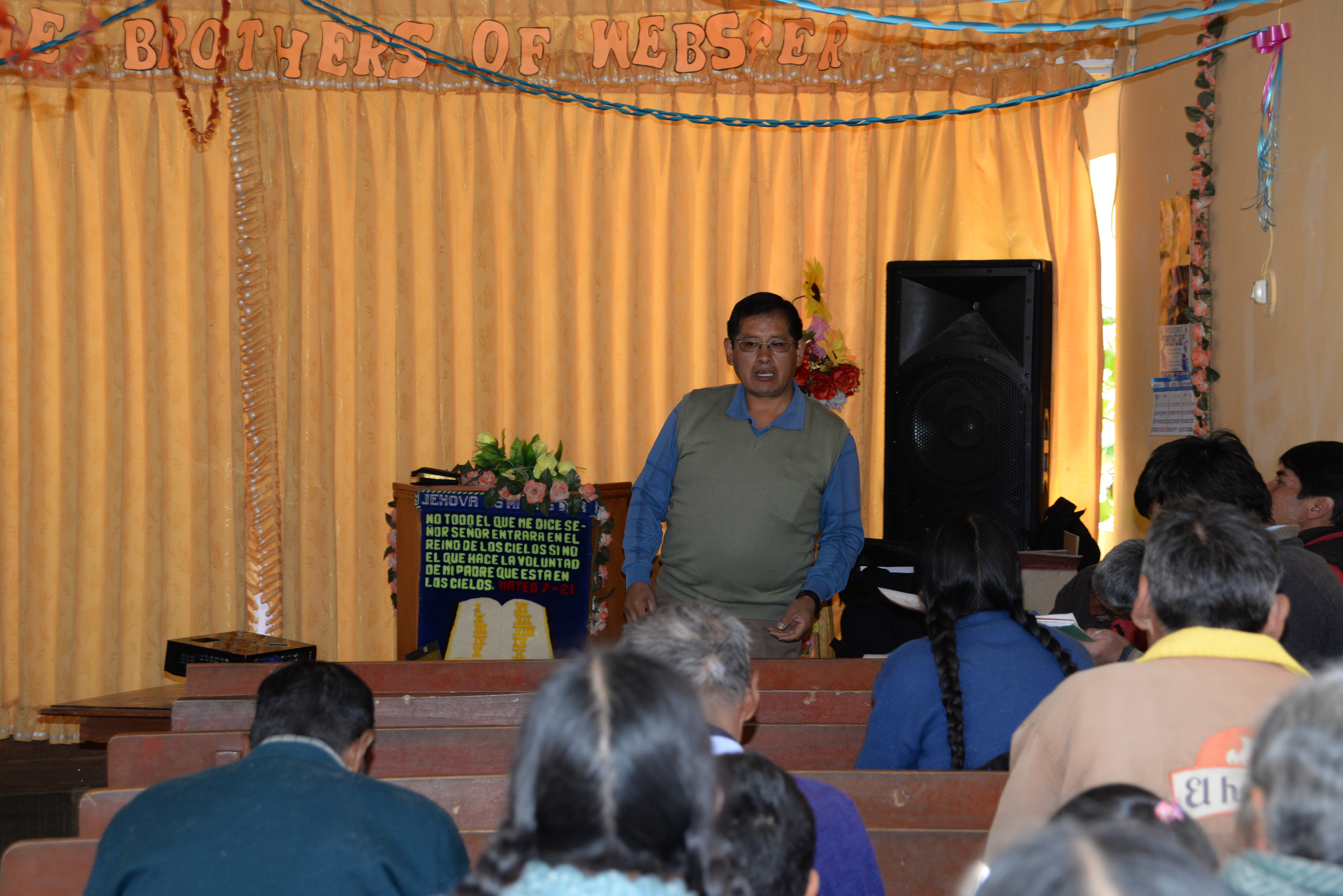 Germán Arisaca leads a church planning workshop with members of the IEP Ayaviri congregation. August 2017. Photo Credit: Ed Tobia (Webster Presbyterian Church)