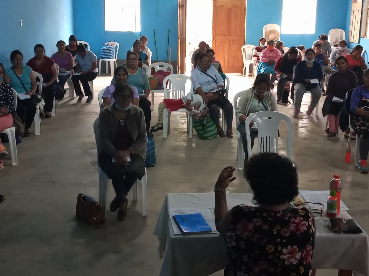Jesusa Chavez holds a biblical workshop for the IEP Women's League of the Synod of Convention.