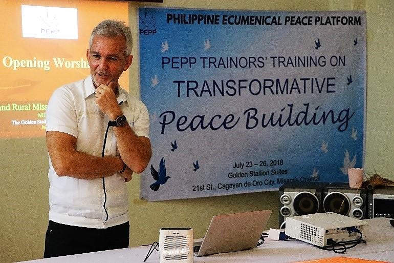 Cobbie Palm facilitating a peacebuilding workshop in Mindanao.