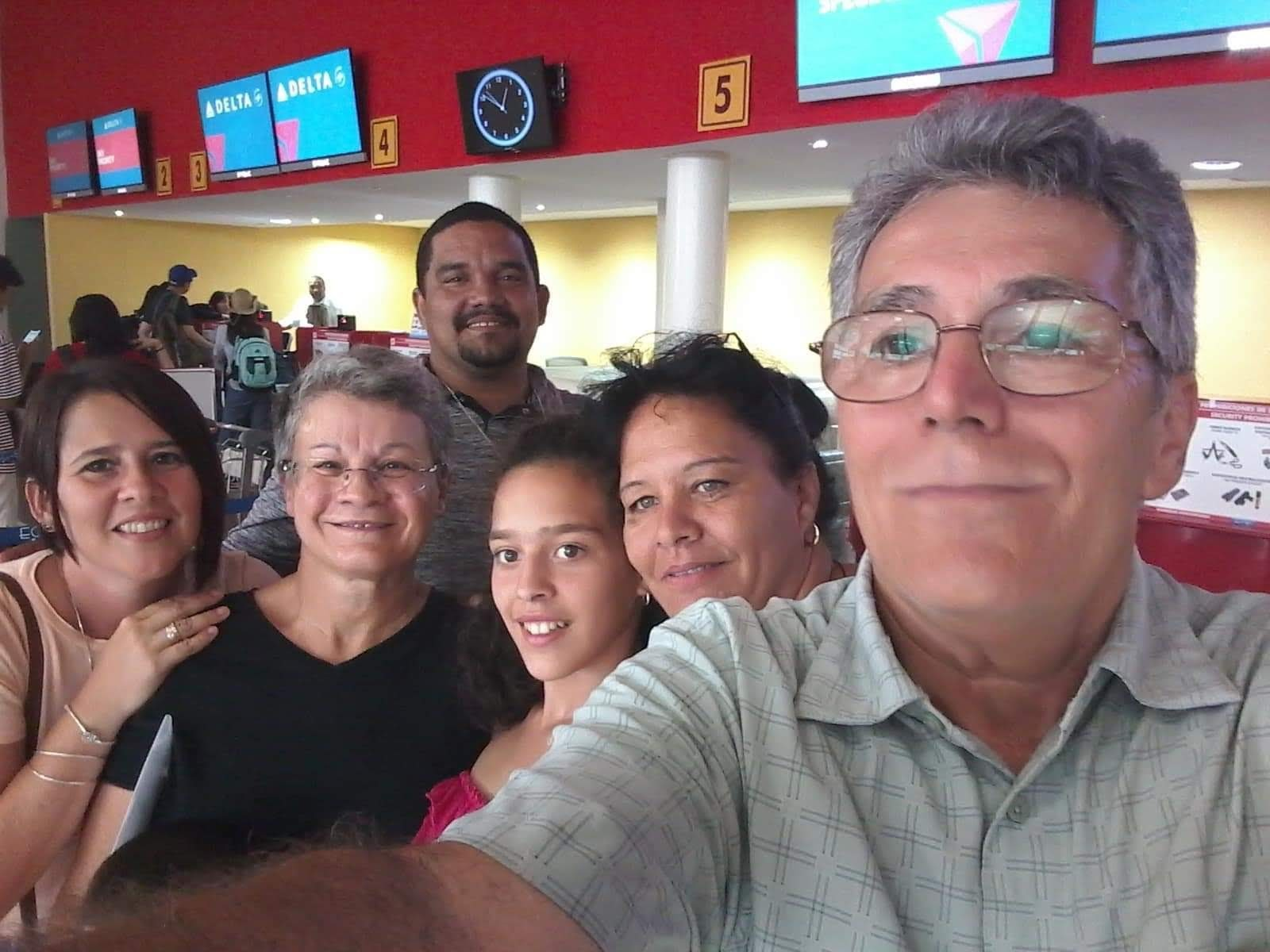 Our last picture in Cuba, with students and friends at the Habana Airport.