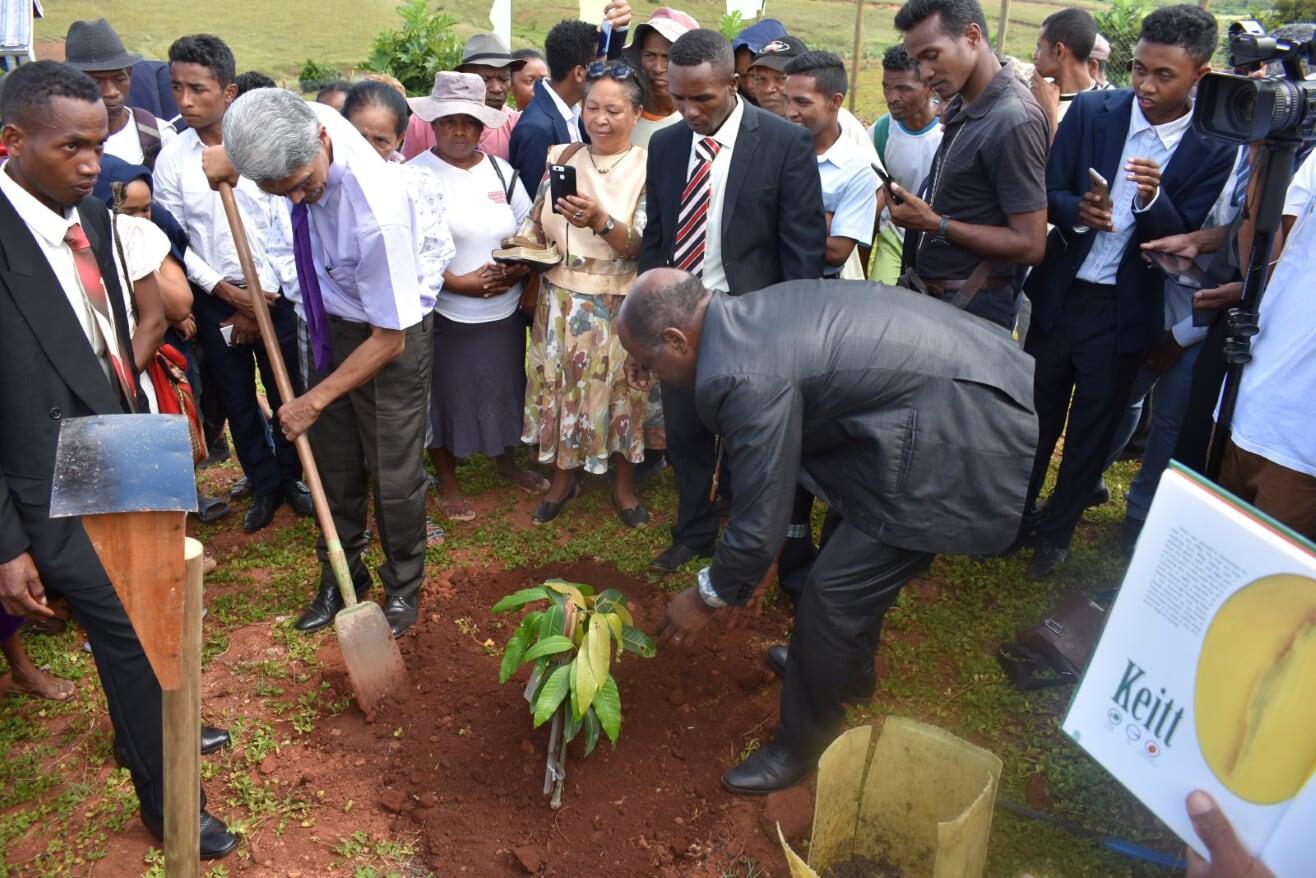 FJKM President Ammi (with spade) and Vice-President Zarazaka planting a 'Keitt' mango, one of over 80 varieties of mangos at The Mango Palace. (Photo credit: Dan Turk)
