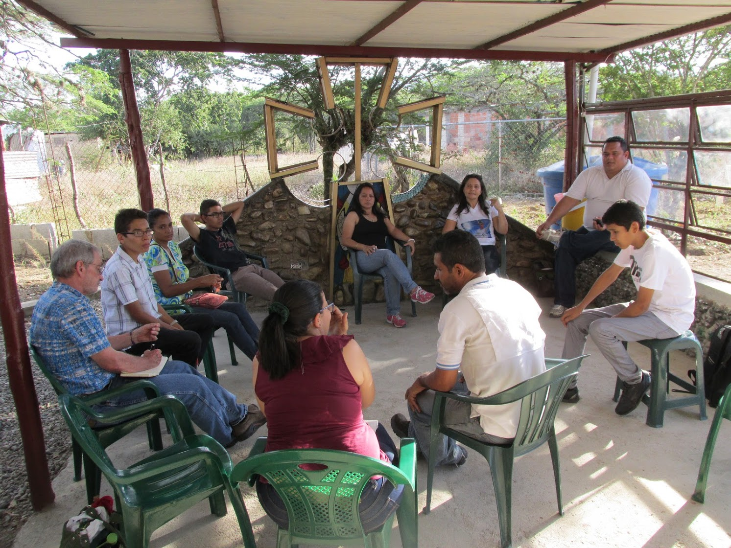 Dennis listens to young church leaders in Barquisimeto, Venezuela in 2016.