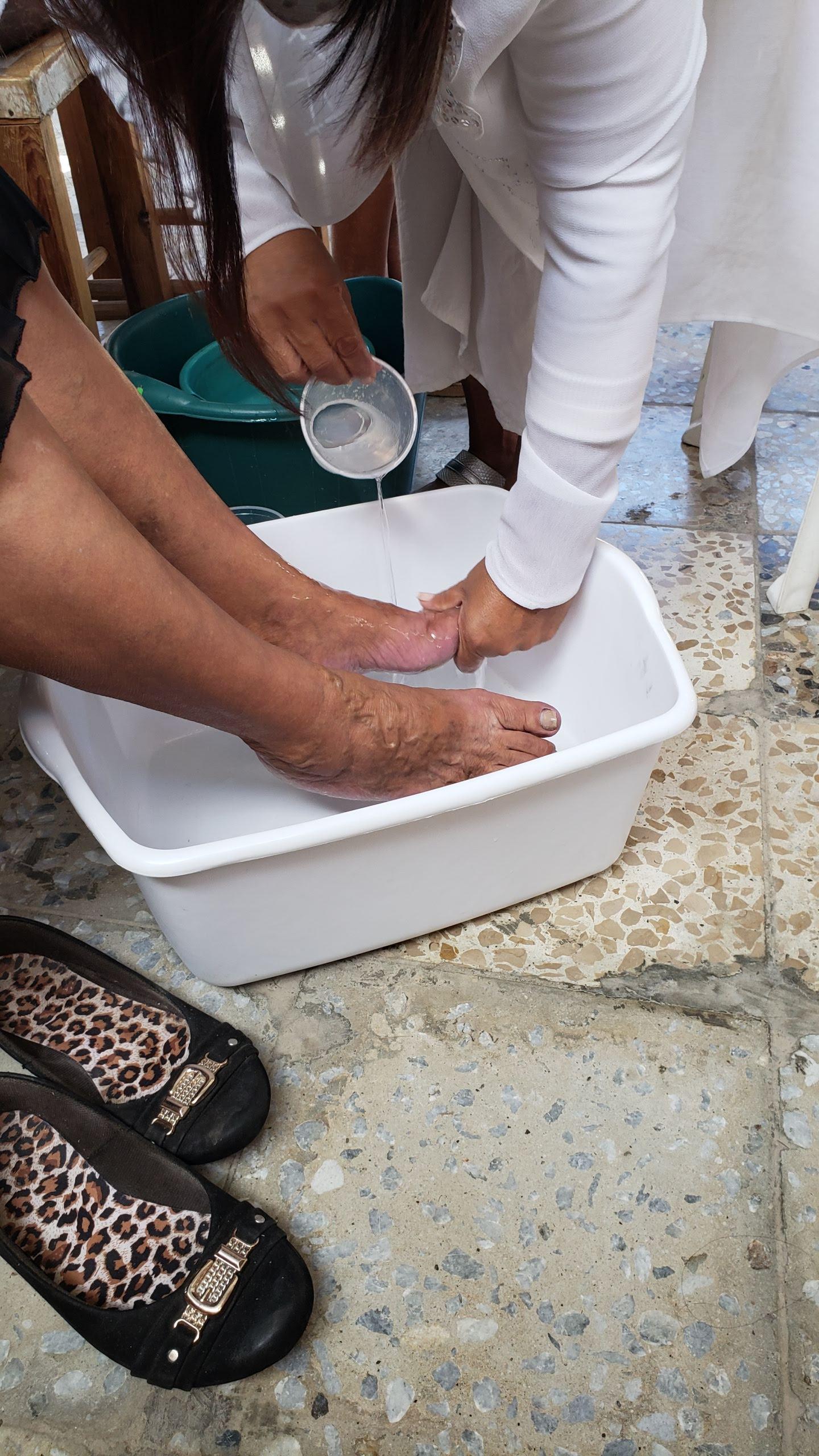 Women's retreat leaders washed the feet of participants at Centro de Retiros Villa de Gracia in January.
