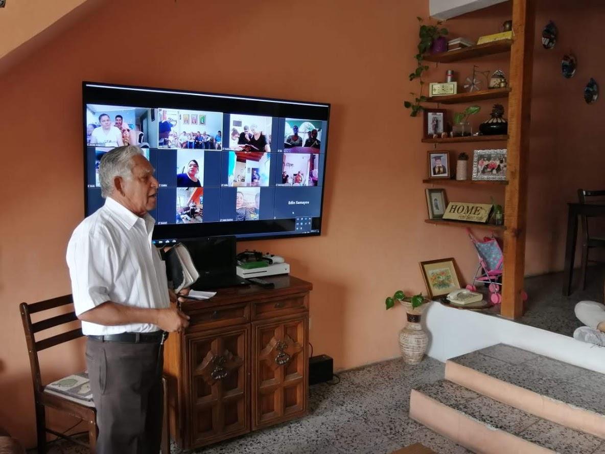 Pastor Edin Samayoa of Tegucigalpa leads a family worship service via Zoom across three continents. (Photo: Alex Rodas)