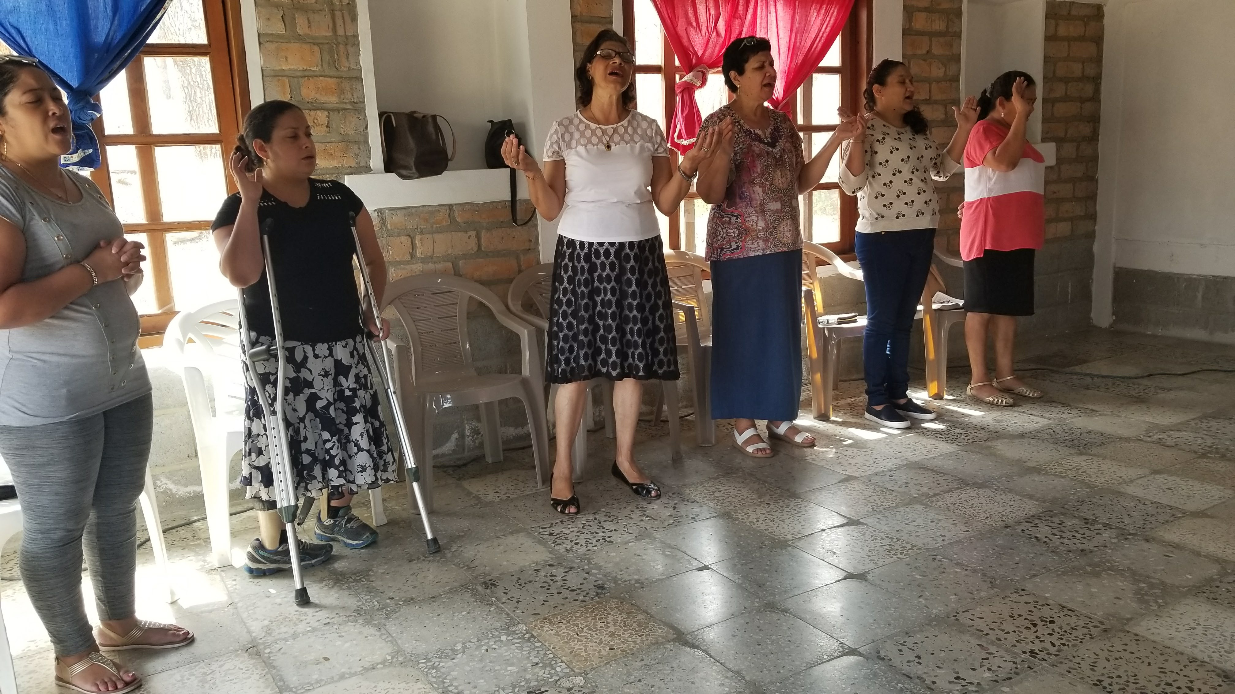 Blanca Aída Rivas teaches classes from the Biblical Pastoral Institute in the mountain church of Buenos Aires in Comayagua.