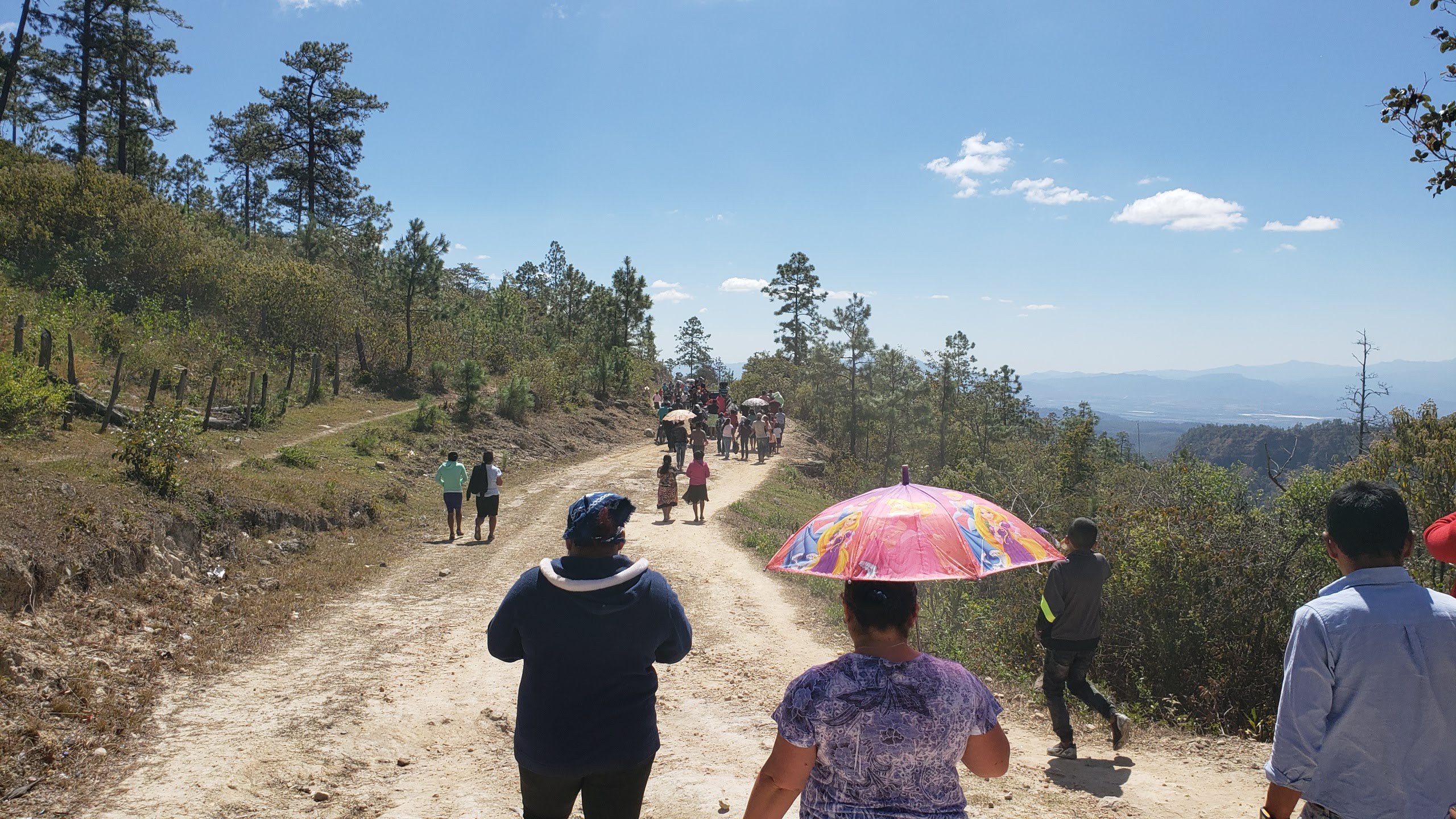 Sun beat down on mourners processing to a cemetery in El Horno, Comayagua, to inter the sister Candida López, wife of Presbyterian pastor Prudencio Vásquez.