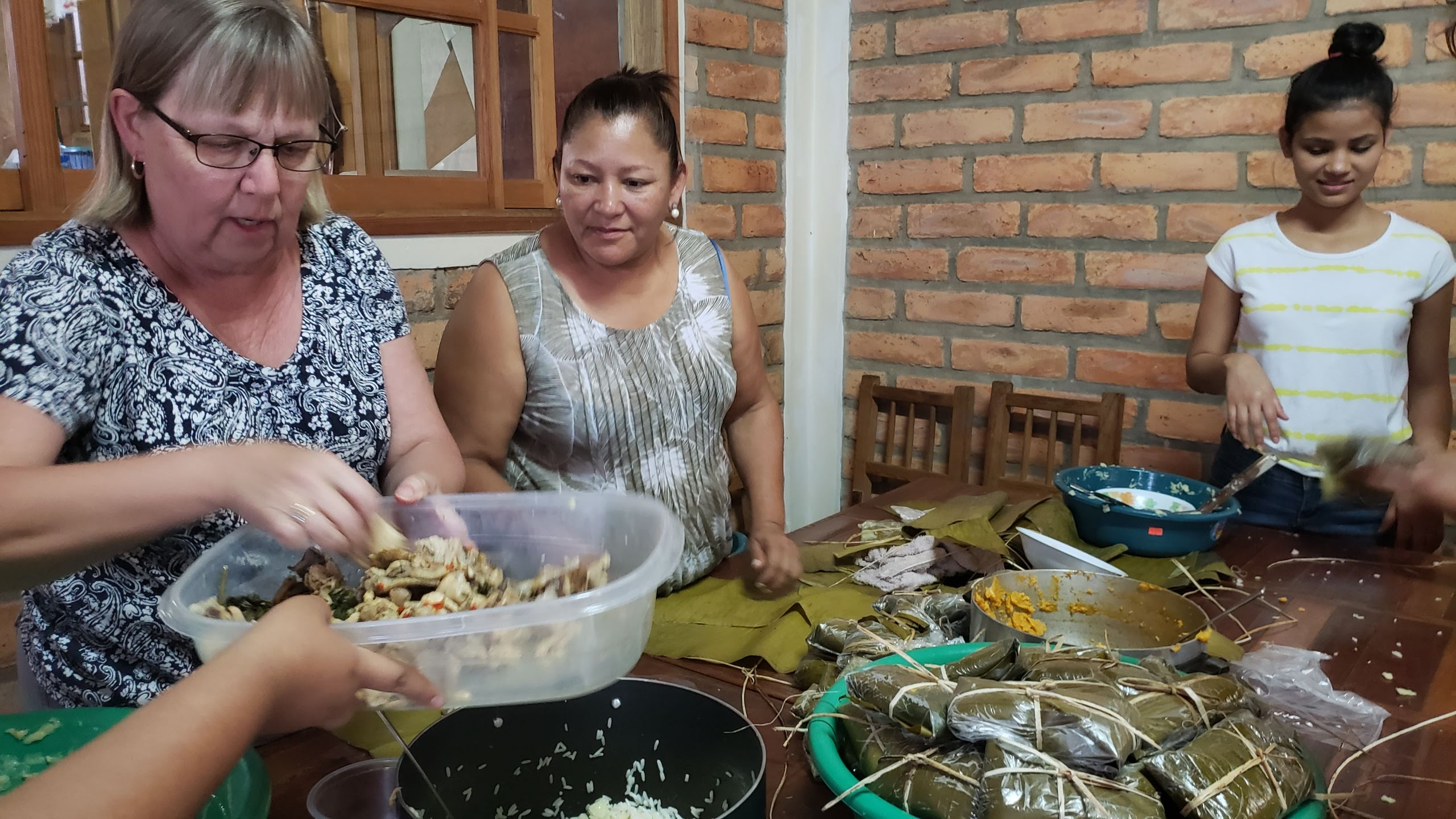 Chispa Project volunteer Becky Burkes and Honduran Presbyterian Church member Liseth Samayoa made traditional Honduran dish nacatamales at the Presbyterian retreat center Villa de Gracia. Chispa Project, a non-profit organization that installs libraries in public schools in Honduras, became the first non-Presbyterian-connected client of the retreat center in March.