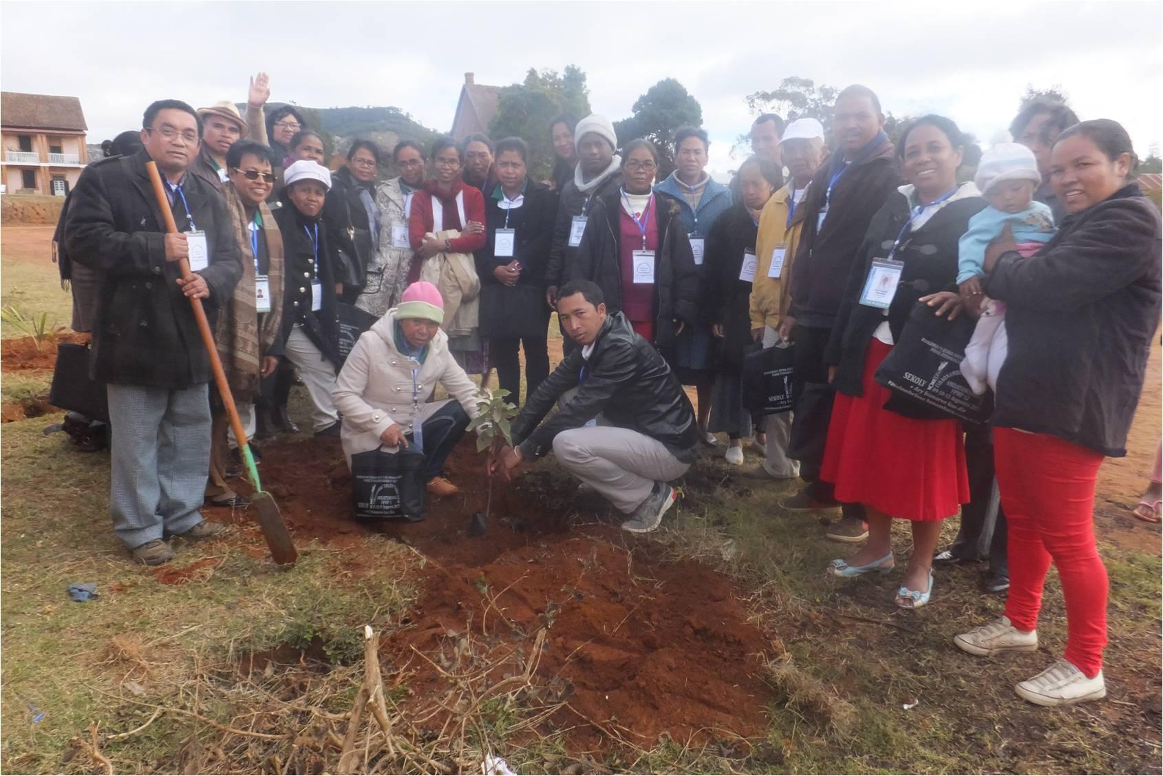 FJKM School Principals planting an Andringitra leucomacrantha at Ambatomanga High School