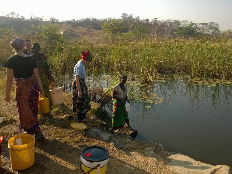 The YAVs and their hosts fetching drinking water during YAV Zambia orientation's village stay (Photo by Mabuchi Dokowe)