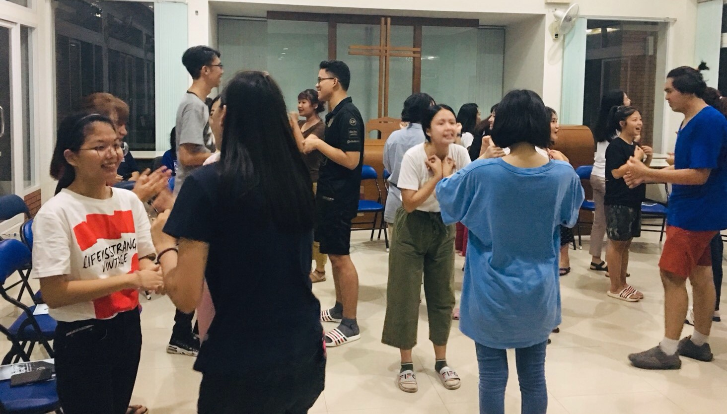 Students attending the Romthamm Club's first meeting of the year participate in an icebreaker exercise.
