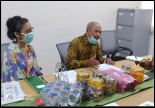 Farsijana accompanies Mr. Suka Hadi as the HAS Co-representative to advocate their rights to have access to marketing facilitated by the governmental office of Co-op and Small and Medium Enterprises (SME) in Yogyakarta.