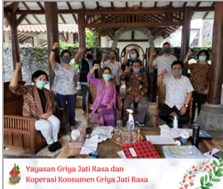 A photo with the auditors from Indonesian Forum of Fair Trade at the beginning of the two-day intensive audit.