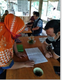 The auditor of Indonesia Forum of Fair Trade interviewed Mrs. Marwiyah, a coffee farmer, businesswoman and elected member of HAS Co-op.