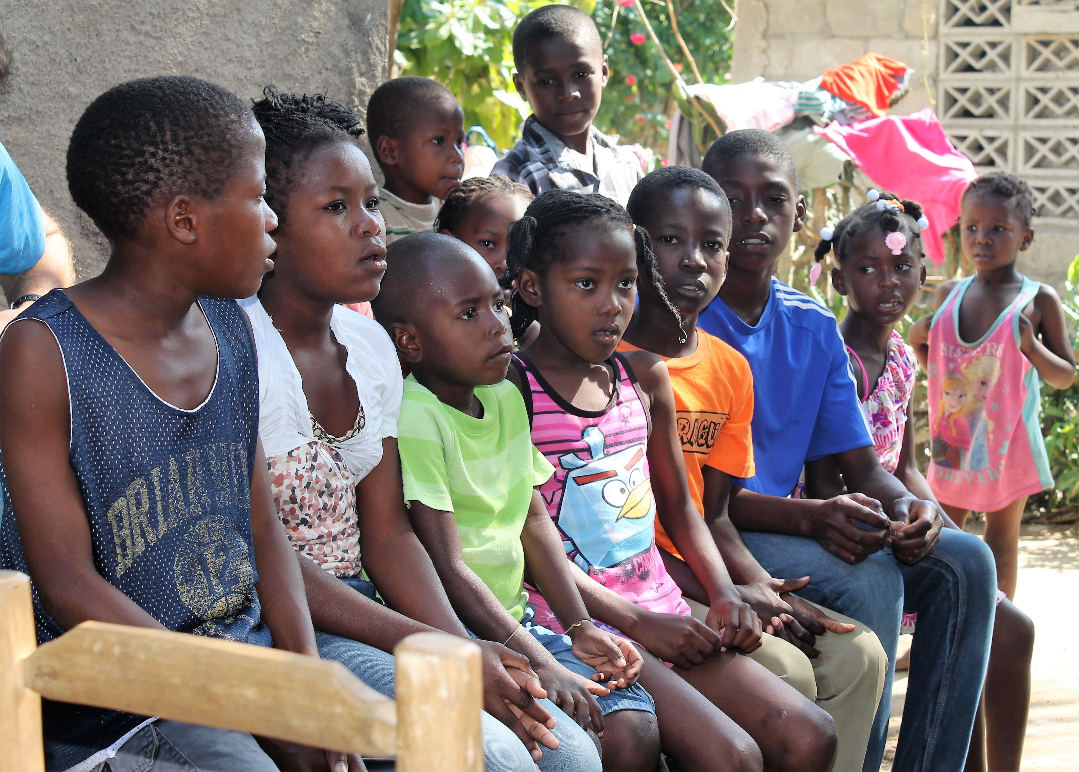 Un grupo de niños que participan en un Club infantil en Mombin Crochu.