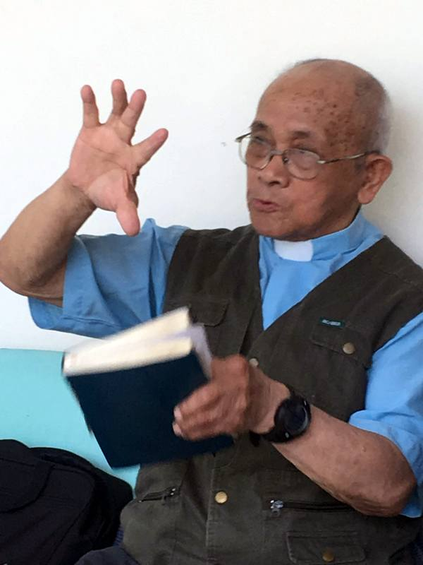 Eighty-six-year-old Pastor Ma sharing the power of the Gospel.