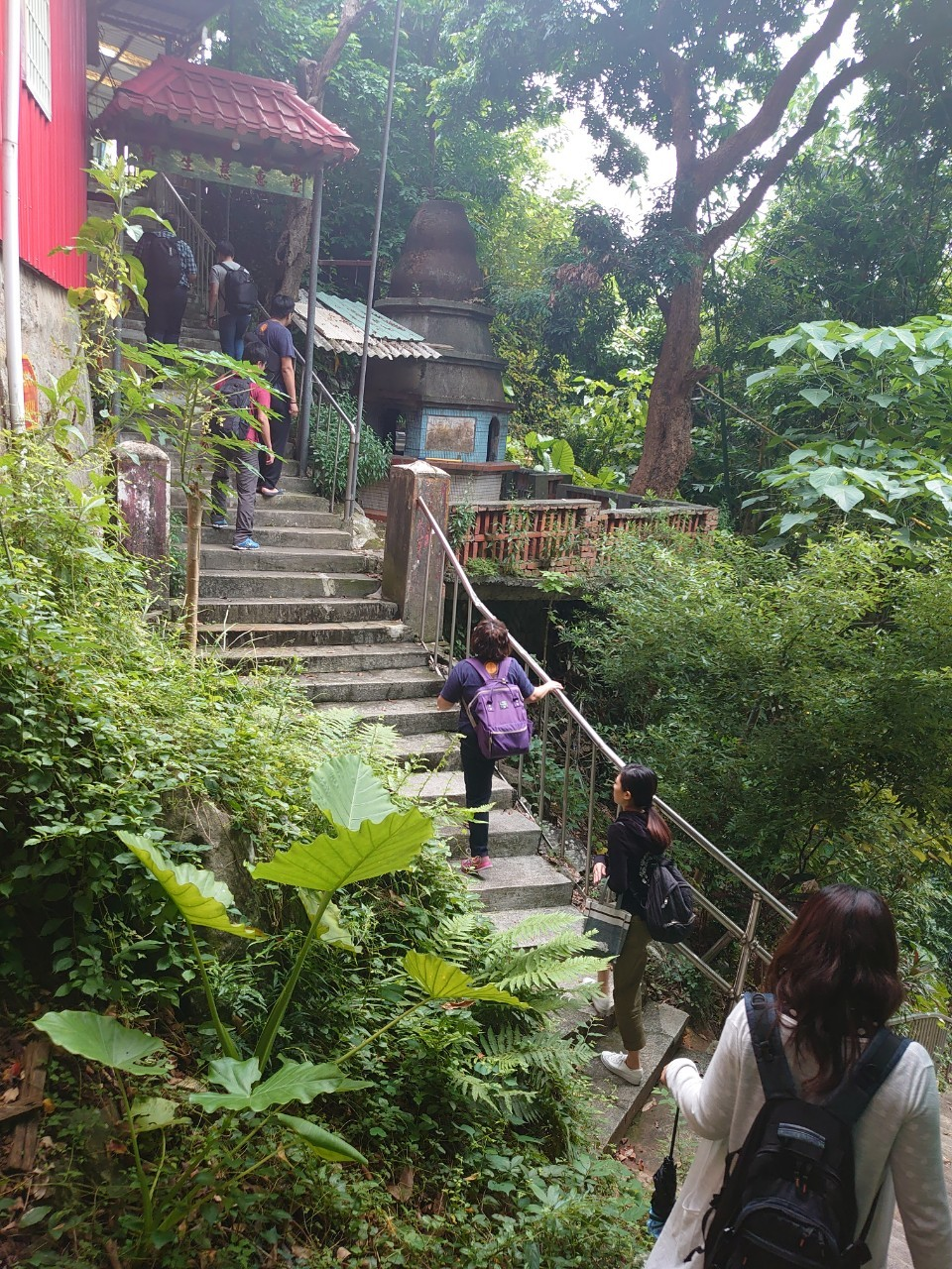 The Daoist temple halfway down the 500 steps.
