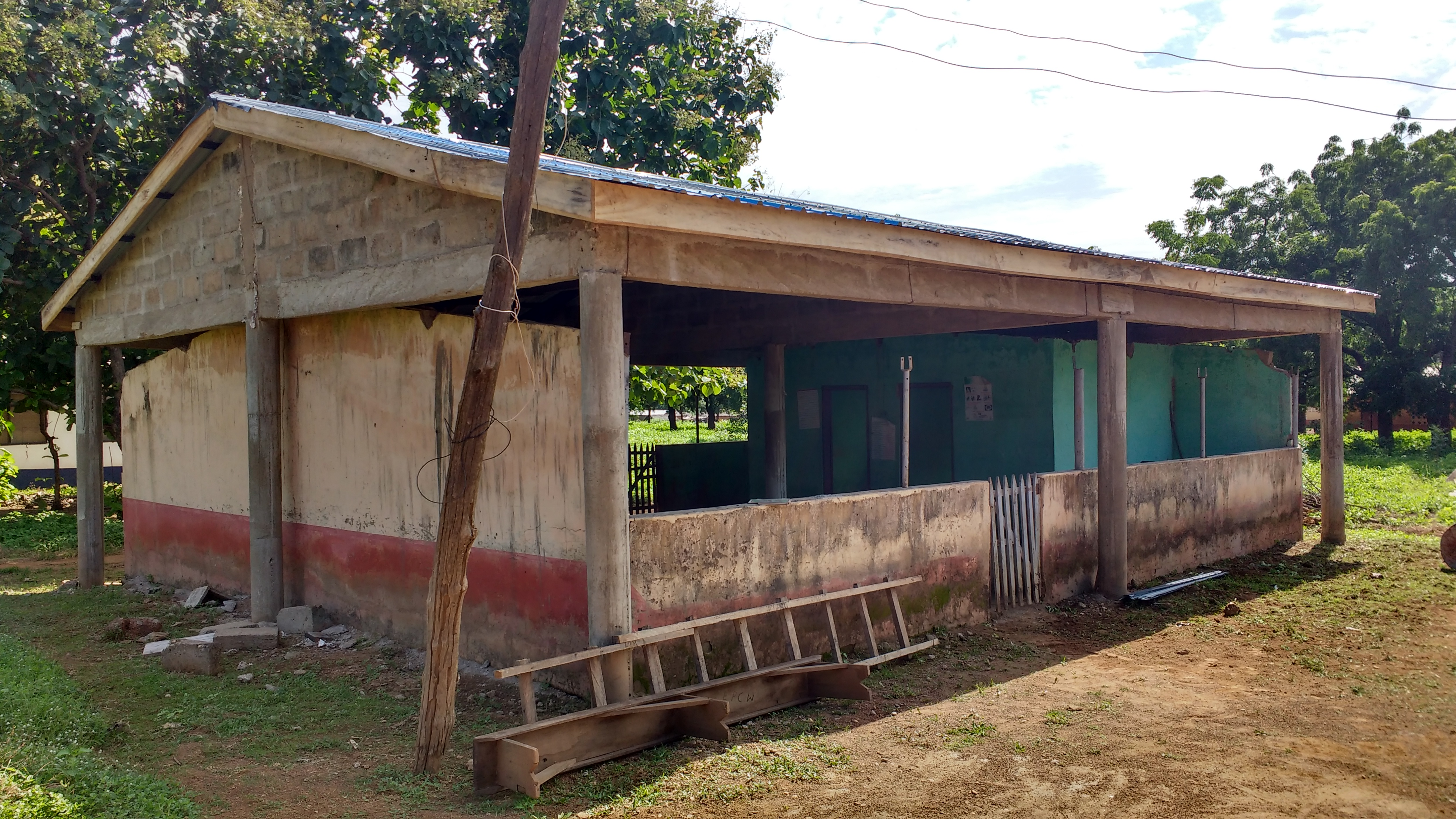 Construction to expand the maternity ward at Wapuli Clinic, funded by Lake Erie (Pennsylvania) Presbytery.