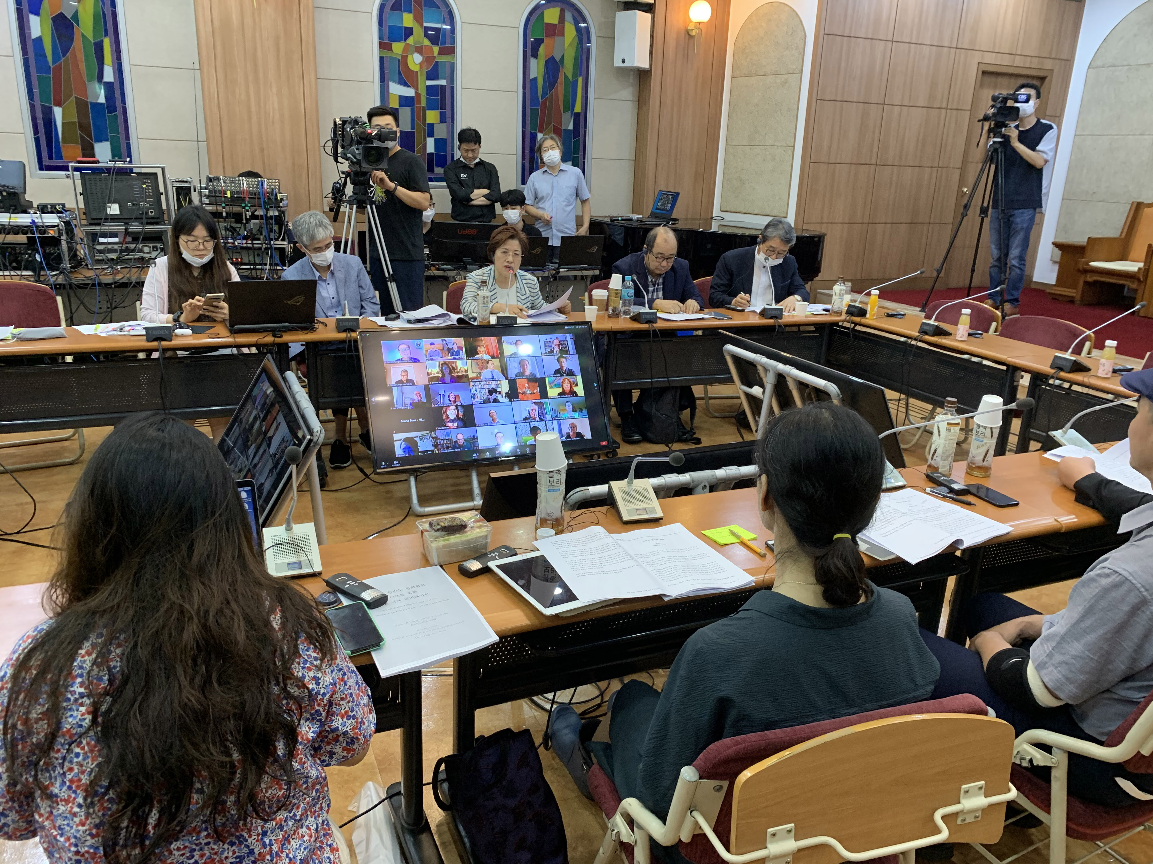 The NCCK broadcasts the People's Korea Peace Agreement convocation with minimal staff presence.