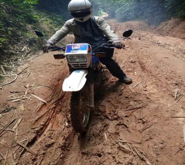 On the way to Ferenkeni Health Zone.  The roads are poorly maintained, and the mud is challenging to maneuver through in the rainy season.