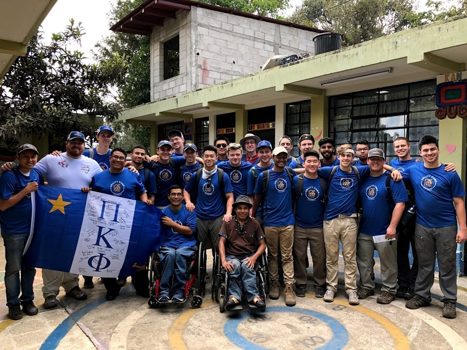 "Twenty students and two adult advisors from ""The Ability Experience"" of the Pi Kappa Phi fraternity with Pedro, José and Santiago at the end of their four-day experience with ADISA."