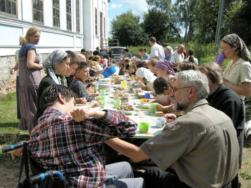 The community gathers together for meals during the camp. (Photo courtesy of parish archives)