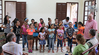 Edelberto Valdes, general secretary of the Presbyterian Reformed Church in Cuba, thanks the young people of Toyos Mission for their performance. Photo by Randy Hobson
