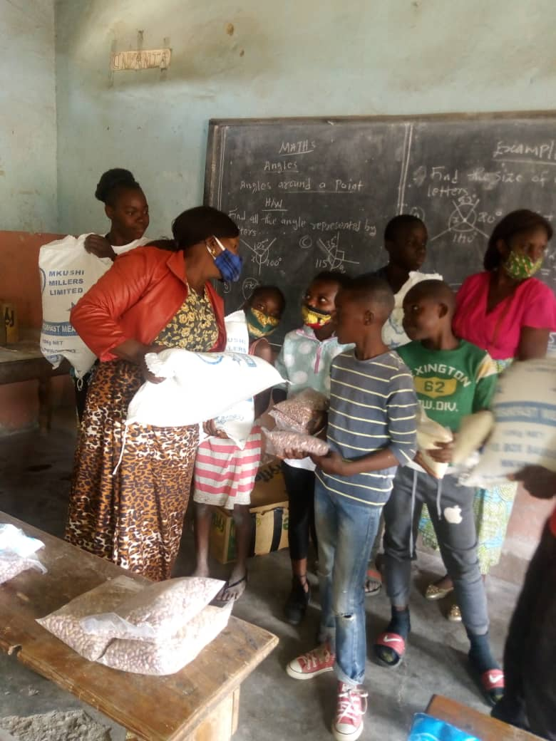 Food distribution by the community schools' coordinator, Mrs. Mabuchi Ndhlovu Dokowe, for students at the Mandevu Community School of the Church of the Central Africa Presbyterian of Zambia (CCAP). (Photo by Jack Mgwata)