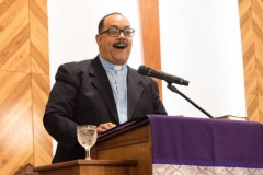 The Rev. Pablo Caraballo delivered a message of unity during the service at Iglesia Presbiteriana de Puerto Nuevo. (Photo by Gregg Brekke)