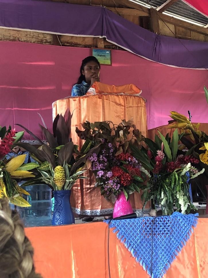 Monte Carmelo worship service.