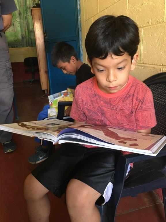Libros Abiertos program. Learning to fall in love with reading. Dinosaurs capture a young reader's imagination.